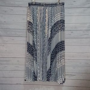 Chicos sz 2 Shear skirt